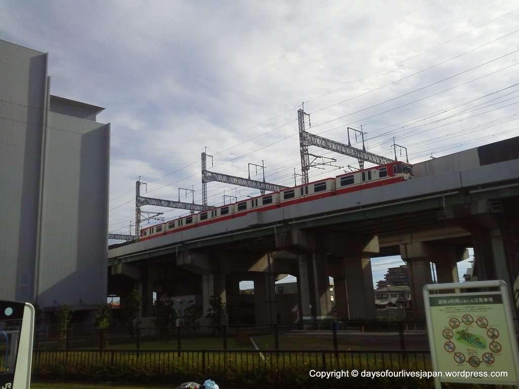 Passing trains teppaku hiroba saitama train museum