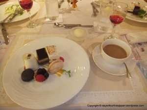 Contemporary French cuisine. Corbeillede Fruits de Saison, Cafe pain
