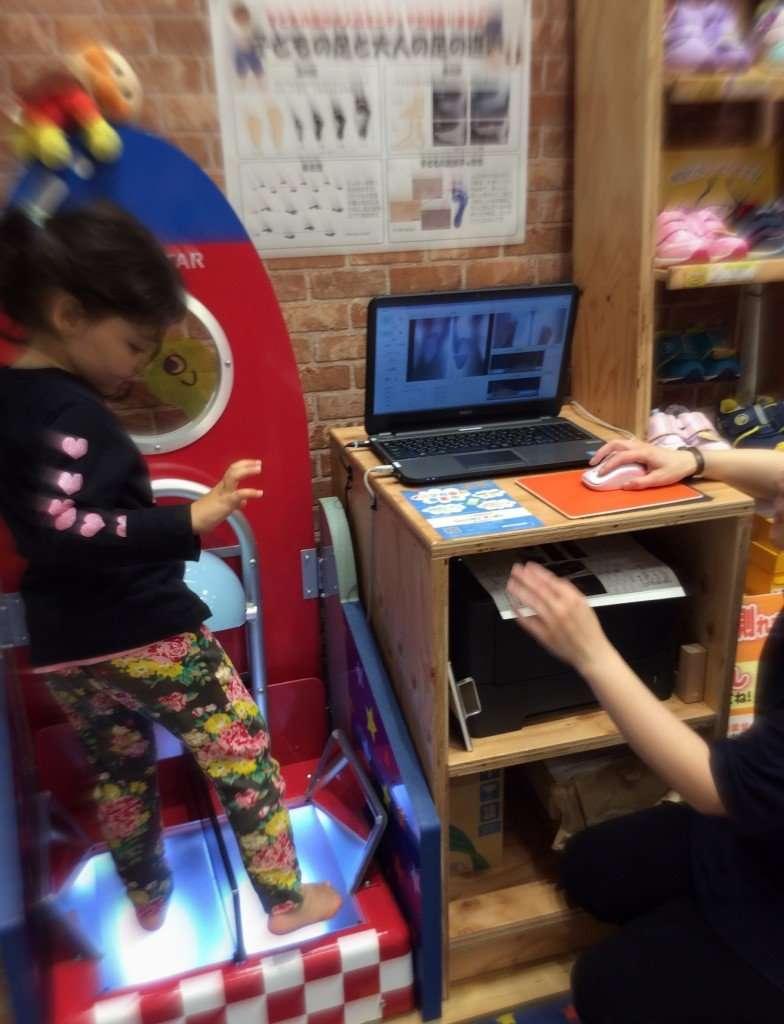 Shoe Fitting Lalaport Fujimi Moonstar