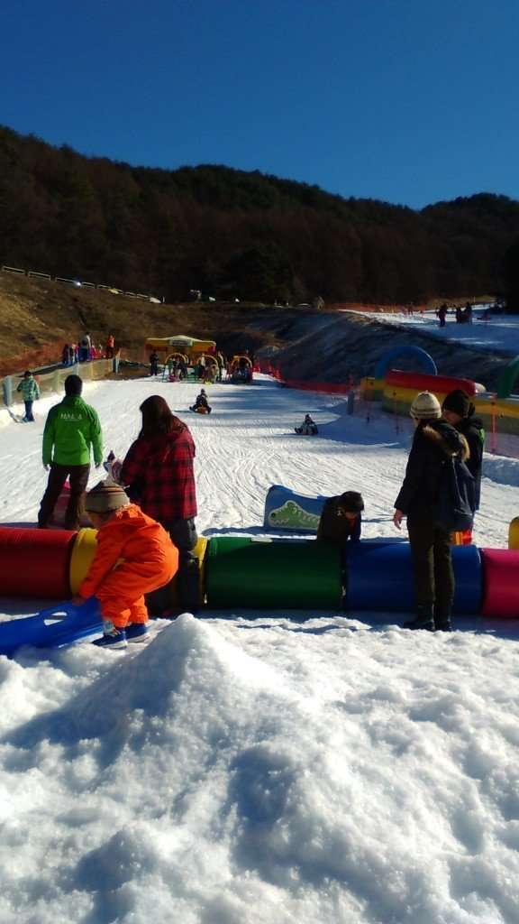 day skiing close to Tokyo. In Nagano - a day ski resort on the highway / expressway