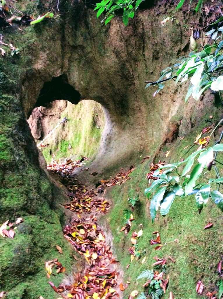 Iwamuro Kannon Yoshimi gakedukuri gakezukuri cliff hanging temple