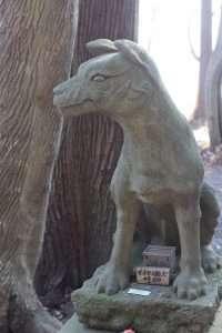 Wolf komainu at Hodosan Shrine summit shrine