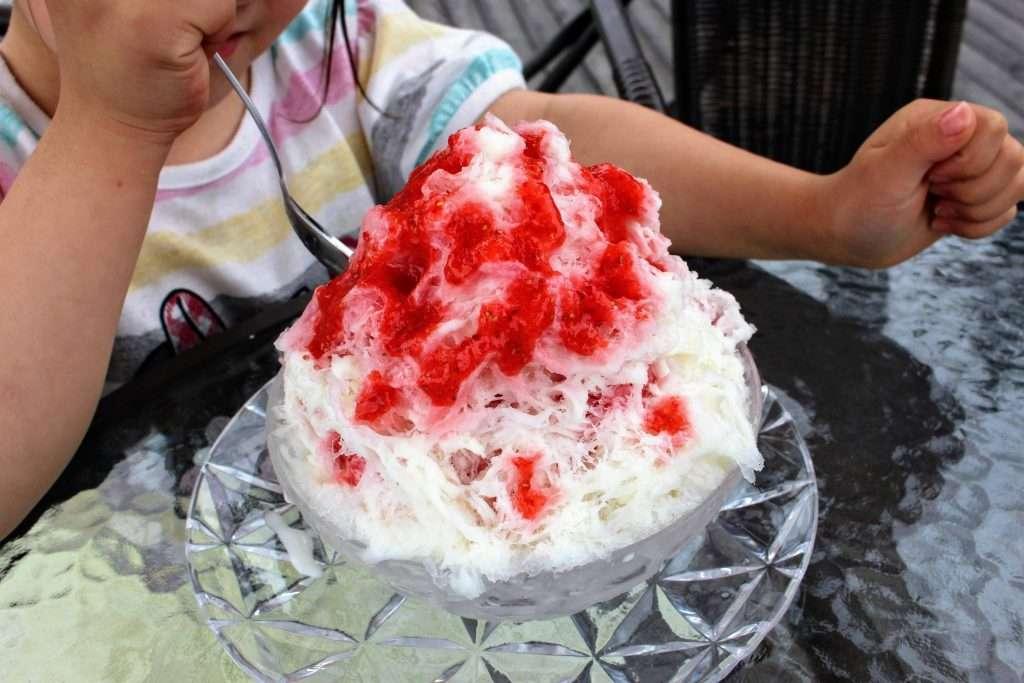 strawberry snow cone from natural ice in Fukurou No Mori ranzan