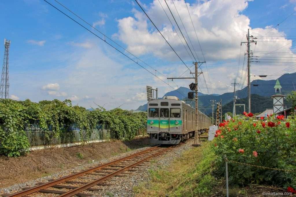 Chichibu Tetsudo train passing through Arakawa Roadside Station